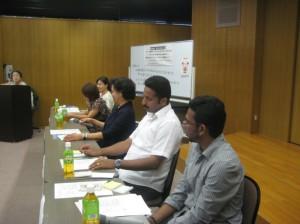 山鹿メリッサさん(フィリピン)、下垣美帆さん(フィリピン)、ジェイコブ・トーマスさん(インド)、シャムラル・エスさん(インド)の4名が体験談を報告しました。