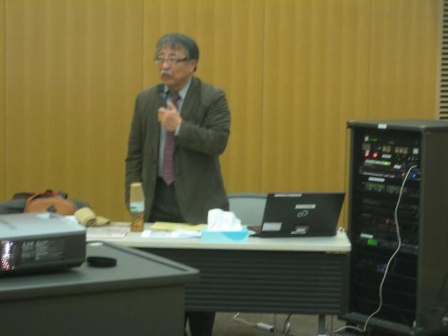 「こくさいひろば芦屋」代表の辻本久夫さんです。 「本日は宜しくお願いします。」 「こちらこそ宜しくお願いします。」とまずは挨拶を交わしました。