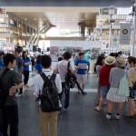 JR大阪駅の時の広場に集合。スタッフと合わせて総勢50名あまりが7つのグループに分かれて市内を回ります。