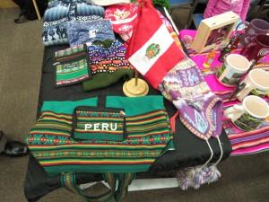 色鮮やかな編み物の帽子やマフラー