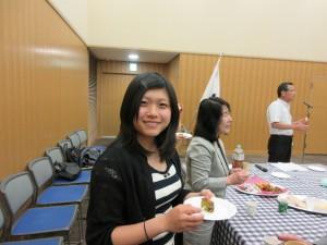 本年度ブルーマウンテンズ市派遣高校生の助口綾菜さんと佐野天音さんが招待されました。