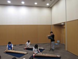 歓迎パーティーでは琴の演奏でお出迎えをしました