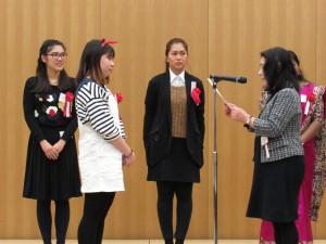 いよいよ日本語スピーチ退会の表彰です