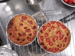 イチゴのふわふわケーキも焼き上がりです