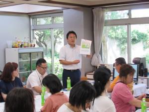 橋本さんより国際労務管理財団の事業内容と日本の外国人労働者の現状の説明