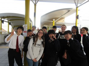JR三田には一緒に学んだ高校生が見送りに来てくれました