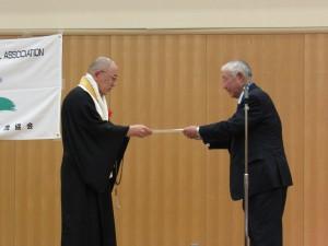 国際交流貢献賞は花山院菩提寺の山本光洋住職でした